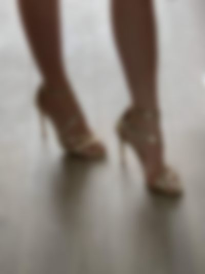 Worship my feet :)